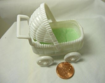 Miniature Doll Buggie Baby Stroller with Green Blankets for Dollhouse Printers Drawer Doll House Accessory