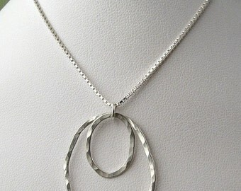 Modern Hammered Silver Necklace with Large Circles Necklace, Sterling Silver Circles Necklace Hammered Silver Pendant Minimal Necklace