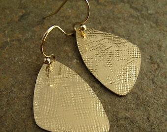 Hammered Gold Earrings Linen Texture Geometric Triangle Earrings Hammered Earrings Modern Gold Dangle Earrings