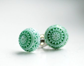 Stud Post Earrings, Pine Green and White, Vintage Lucite Earrings, Holiday Jewelry, Winter Jewelry, Simple Studs, Scandinavian Design, Stee