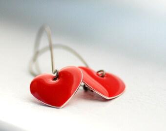Heart Earrings, Red Heart Earrings, Romantic Jewelry, Dangle Earrings, Epoxy Enameled Hearts and Gunmetal - Je t'adore