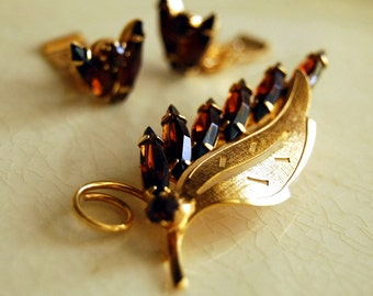Vintage Jewelry Set Amber Rhinestone Brooch and Earrings Demi Parure Brown, Gold Leaves Costume Jewelry