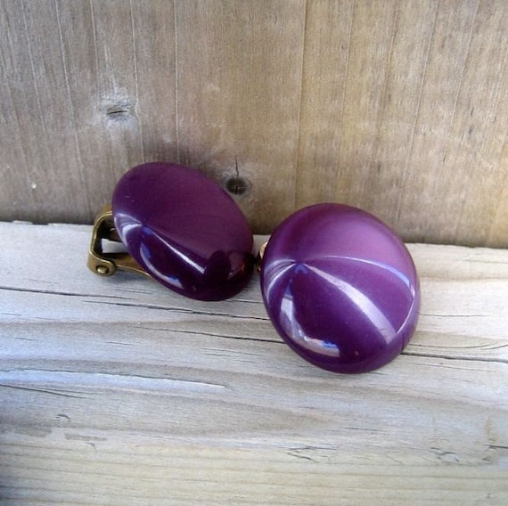Vintage Moonglow jewelry, Clip On Earrings, Purple Moonglow