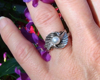 Pearl in Woodvine - Sterling Silver Ring - (187) READY TO SHIP- Size 8
