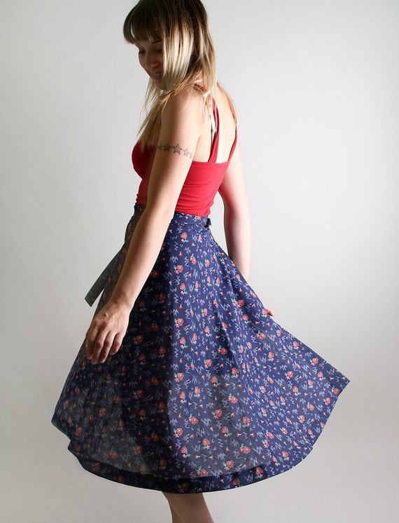 Vintage 1970s Wrap Skirt - Mauve Floral Print on Dark Navy Blue - Medium The Cherry Picker Prairie