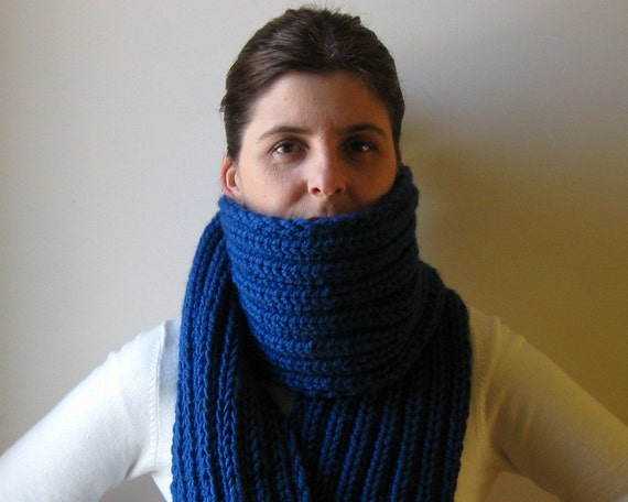 Scarf Chunky with Fringes Knitted in Royal Blue Wool