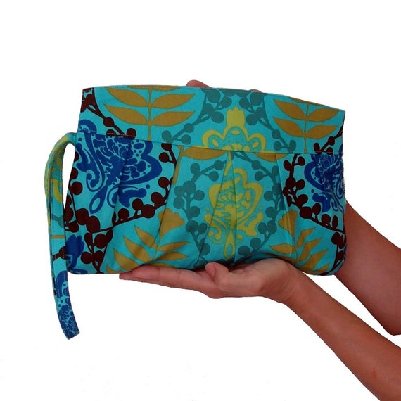 Blue Clutch Mother's Day Resort