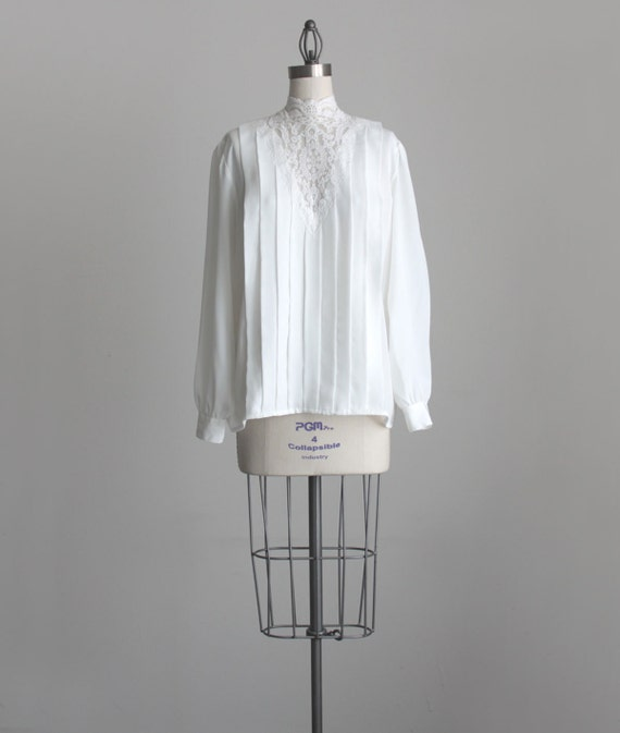 WHITE LACE BLOUSE 1980s Vintage Ivory White Silken Puff Sleeve Victorian Lace Collar Blouse