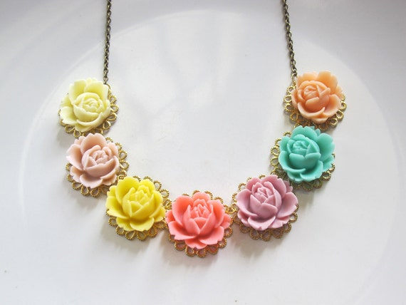 Colourful Floral Rainbow Roses Bloomed Nature Garden flower Necklace