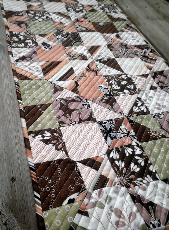Quilted Table Runner - Spinning Nines in Dandelion Daydreams