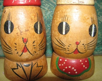 Vintage Bunny Rabbit Salt & Pepper Shakers, Chef Bunnies, Thumper, Hand Painted Wooden Salt and Pepper Shakers, Easter Bunny 3e
