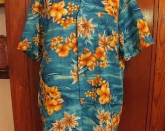 1970's Vintage Hawaiian Shirt, ROYAL HAWAIIAN, Made Styled in Hawaii, Luau, beach party or just to be in style for Summer, Size Large Mens
