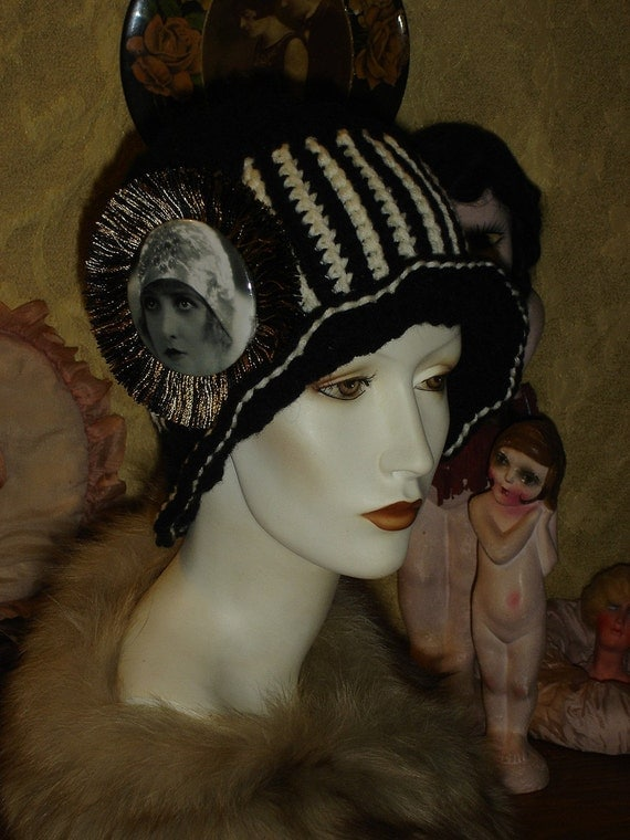 Womens Black and Ivory Flapper Cloche Bucket Hat