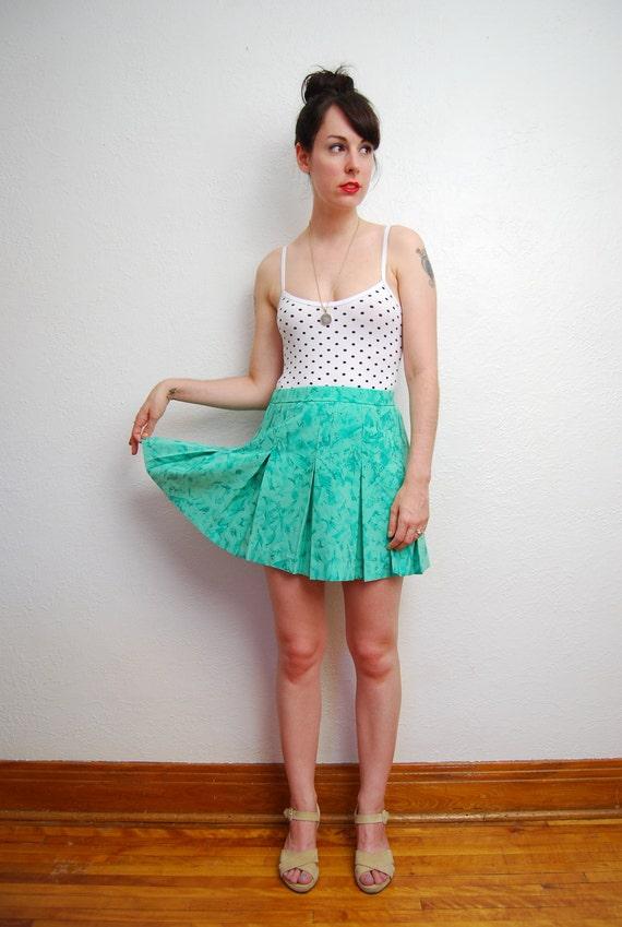vintage 1980s / green / mini skirt / pleats / tennis / S-M