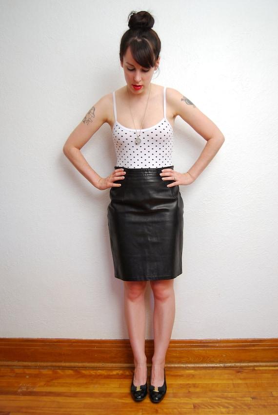 vintage 1980s / black leather / pencil skirt / high waist / goth / S-M