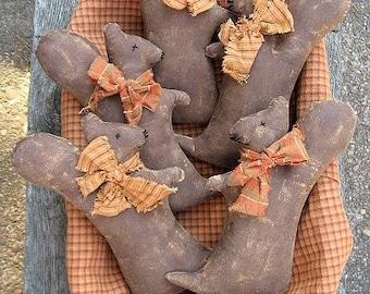 Squirrel Ornies EPATTERN - primitive fall thanksgiving halloween autumn cloth doll craft digital download sewing pattern - PDF - 1.99