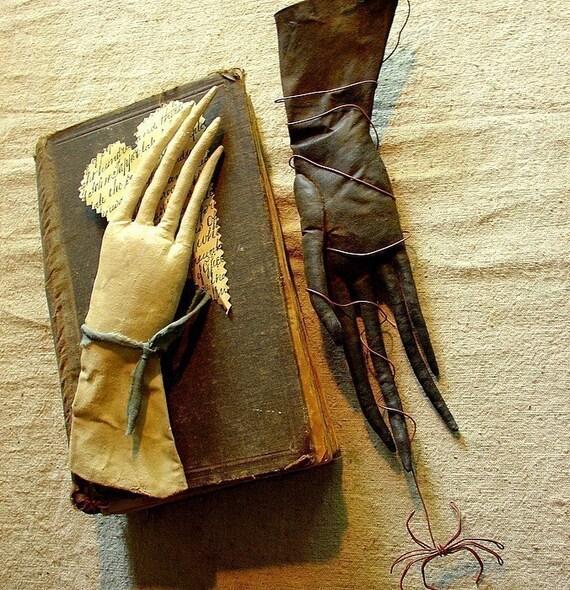 Eliza Pennyworth's Glove, an Extreme Primitive Pattern.