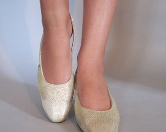 size 6.5 to 7 - 1960s Gold Lame Metallic Slingback Pumps - sparkling vintage shoes