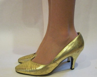 size 7, 1980s  Genuine Gold Metallic Tejus Lizard Party Pumps - vintage metallic high heels - Italian Gold Leather REPTILE