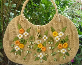 floral sunburst, vintage 1960s straw purse with COLORFUL FLOWERS in mint condition