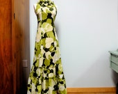 Mod Hawaiian Muumuu 1960s Early 1970s Aloha Dress Green and White Petite