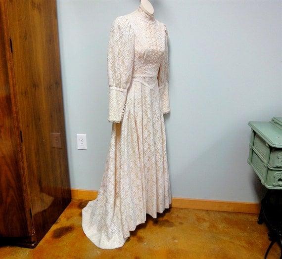 Vintage Hawaiian Lace Wedding Dress Cream Lace By