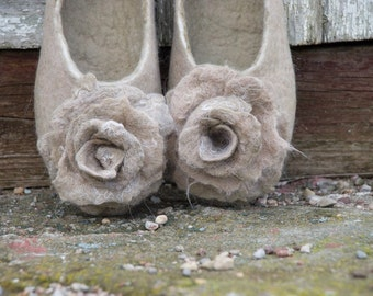 Felted Women slippers Beige Ivory White merino and alpaca wool slippers Natural wool house shoes rose brooch set Bridesmaid Gifts