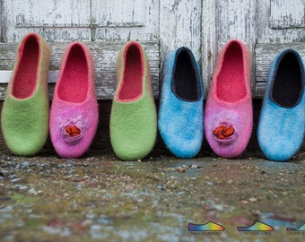 Womens slippers Handmade felted wool slippers Pink Blue Green Women house shoes natural wool