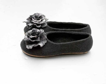 Felt wool slippers Women home shoes Black Gray Natural wool felt  slippers whit flower Gift for wife
