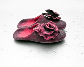 Hand felted Merino wool slippers, Warm slippers with an open heel and pink rose brooches, women slippers, felted shoes, boiled wool slippers