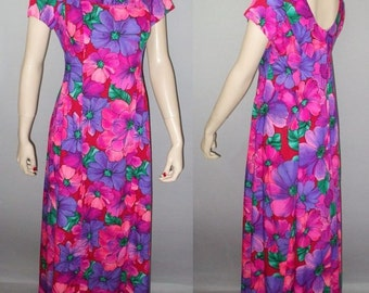 Vintage 70s Hawaiian Dress / Bright Pink & Purple Floral / Watteau Pleat / XS S