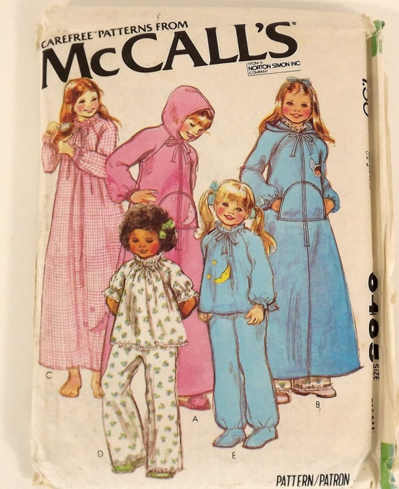 Vintage 70s Sewing Pattern, Girls Robe, Nightgown, PJs Top Pants Size Small 6-8 Hooded Robe Zip Front Raglan Sleeves Ribbon Bow Appliques