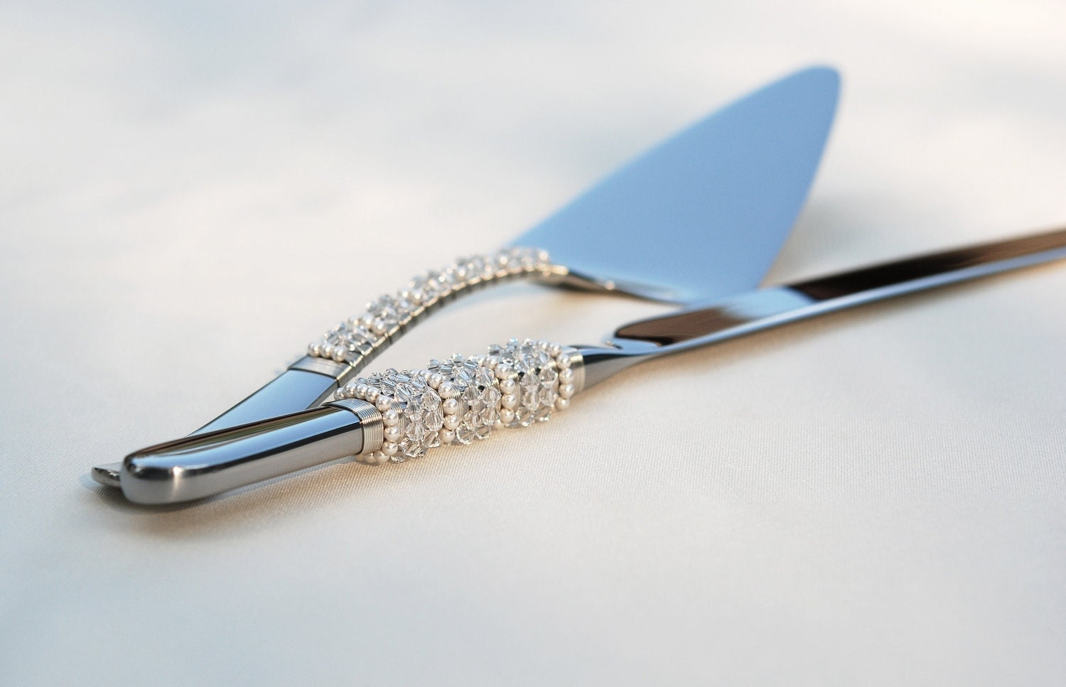 SWAROVSKI Wedding Cake Server And Knife Set Hand Beaded Clear
