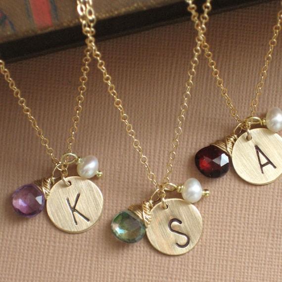 Coffret de demoiselle d'honneur, 3 Tag Initial colliers avec pierres précieuses & Pearl, 14 k or couleur de remplissage, personnalisée, personnalisée, lettre, mariage partie Favor