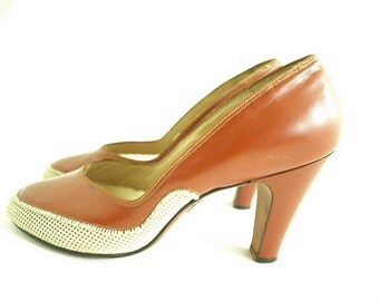 1940S JOHANSEN SHOES.  Vintage 40s Shoes. Johansen Mesh Pumps. Stacked Heel. Brown Mesh Round Toe Pump. Size 7.5.
