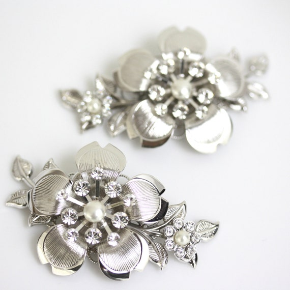 Wedding Shoe Clips Vintage flower Shoe Clips Swarovski Crystal Rhinestone  and Ivory Pearl Wedding Accessories LISSE