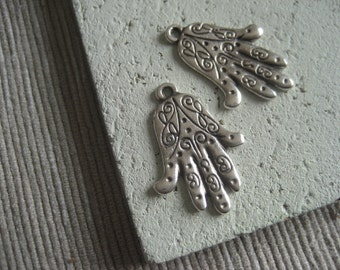 hamsa hand pendant  , antiqued silver pendant  , metal casting - antiqued silver finish , pewter tone - 22 x 18  mm /  2 pcs - 5amk19