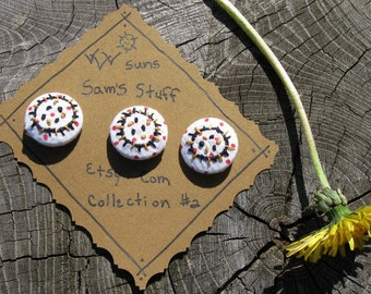 EMBROIDERED HANDMADE BUTTONS