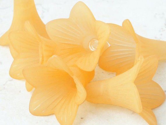 6 ORANGE Flower Beads Lucite Flower Bead Frosted 21mm x 23mm Large Trumpet Flower Tiger Lily Cone Beads Light Orange Peach Apricot Flowers