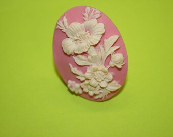 Large Light Pink Flowers Cameo Ring