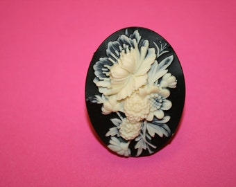 Large Black Wildflowers Cameo Ring