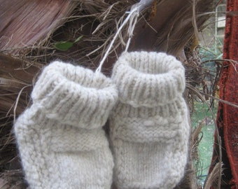 Baby booties of handspun wool from Jerusalem