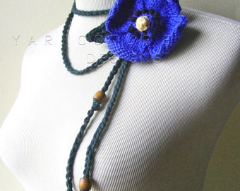 The Spring Pansy Lariat In Blue