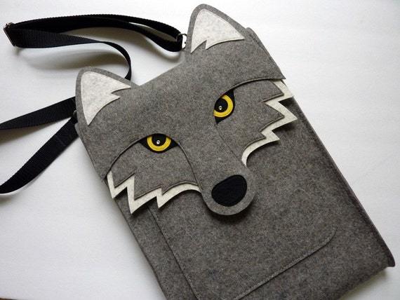 Wolf laptop case - MacBook Pro 15 inch felt case - Touch bar and Retina