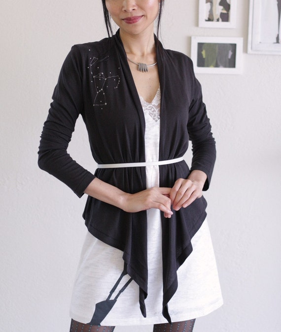 Black Cotton Wrap . Handmade appliqué convertible wrap - The hunter constellation - size Medium
