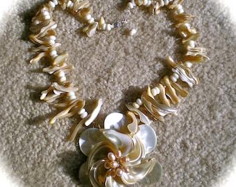 HAWAIIN HIBISCUS Mother of Pearl Necklace