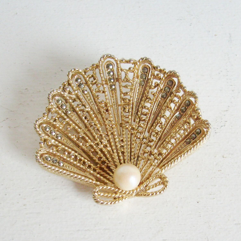 Vintage Lisner Brooch Or Pin Gold Sea Shell Brooch By
