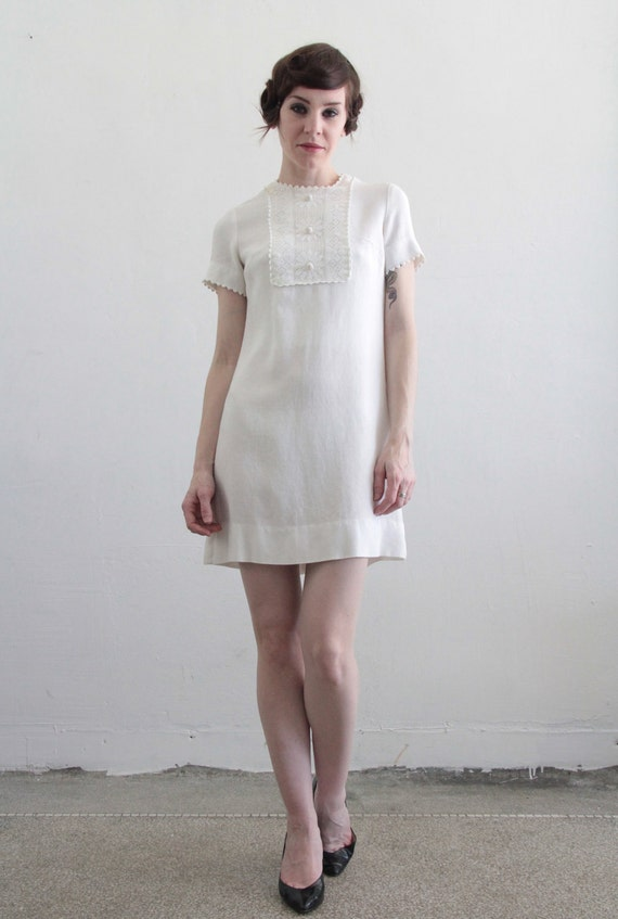 Vintage Mini Dress . 1960s Mod . White Daisy Lace  . Summer