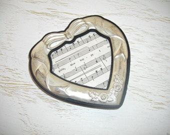 silver heart picture frame with black accents - international silver company - shabby cottage chic - hollywood regency