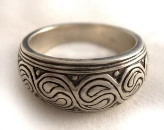 Paisley ying yang engraved pattern solid silver ring